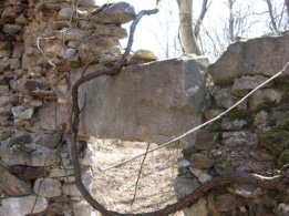 Precarious door-top stone on side wall